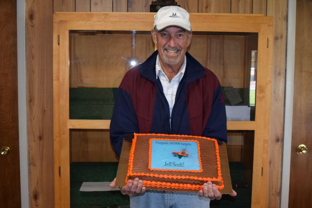 Jeff Scott with his 50,000 target milestone cake.