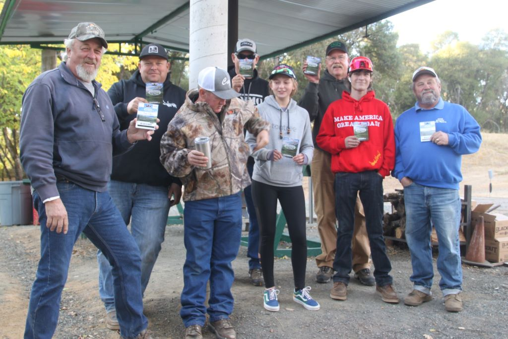 Gift Card winners Dave, Kyle, Randy, Remini, Mystery winner hiding, Tom, Caleb and Billy